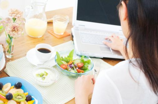 healthy-food-laptop